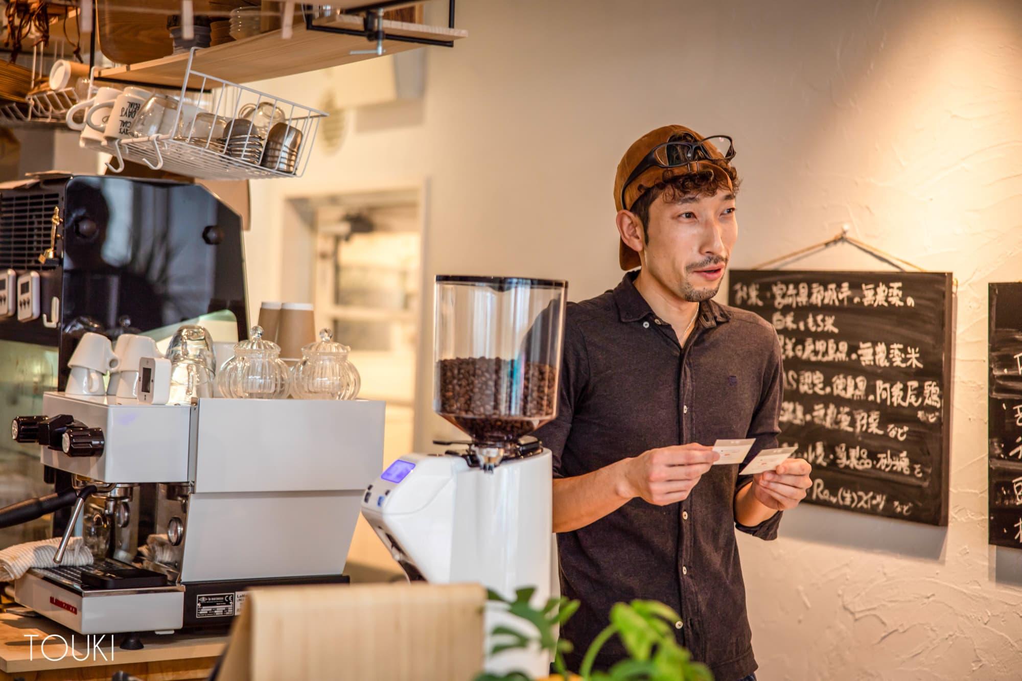ロースイーツにこだわる自然派カフェがオリジナルマグカップを選んだ理由