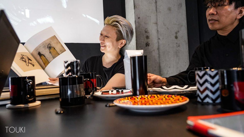 映画好きが集まる個性的な隠れ家的カフェのオリジナルマグカップ・プレート