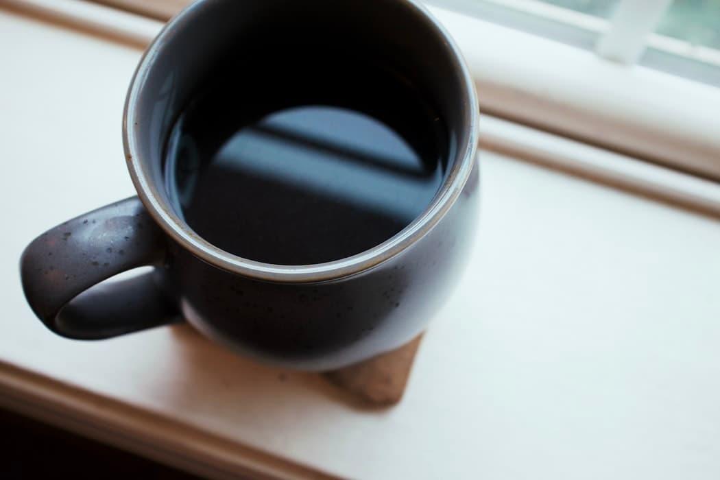 黒いマグカップ