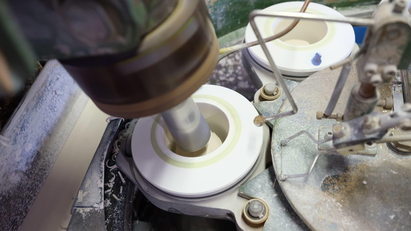 オリジナルマグカップやプレートの成形方法